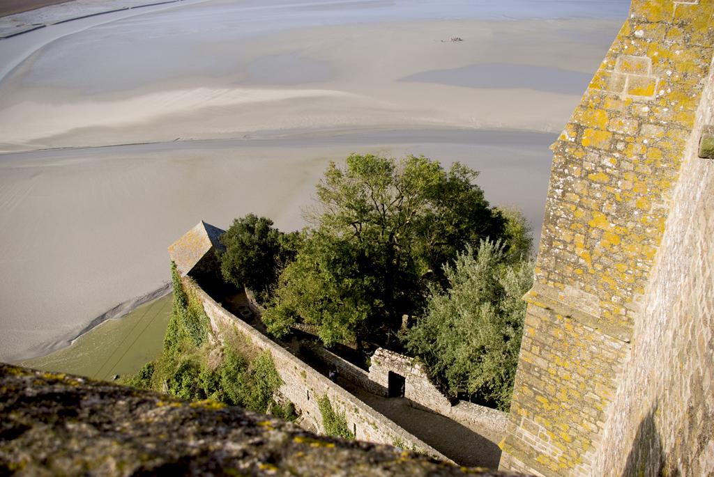 Widok w dół z Mont Saint Michel by chogenbo