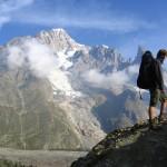 Widok z jednego z alpejskich szlaków na szczyt Mont Blanc by Thomas in't Veld