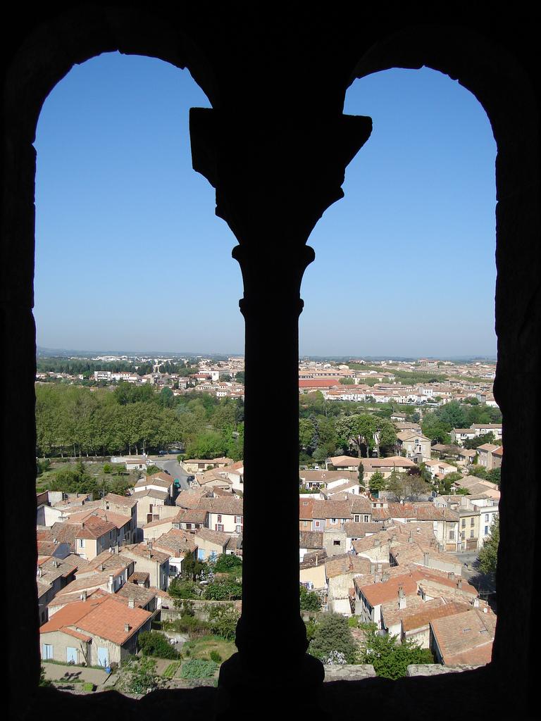 Widok z okna twierdzy Carcassone by Anarquia Fotografica.