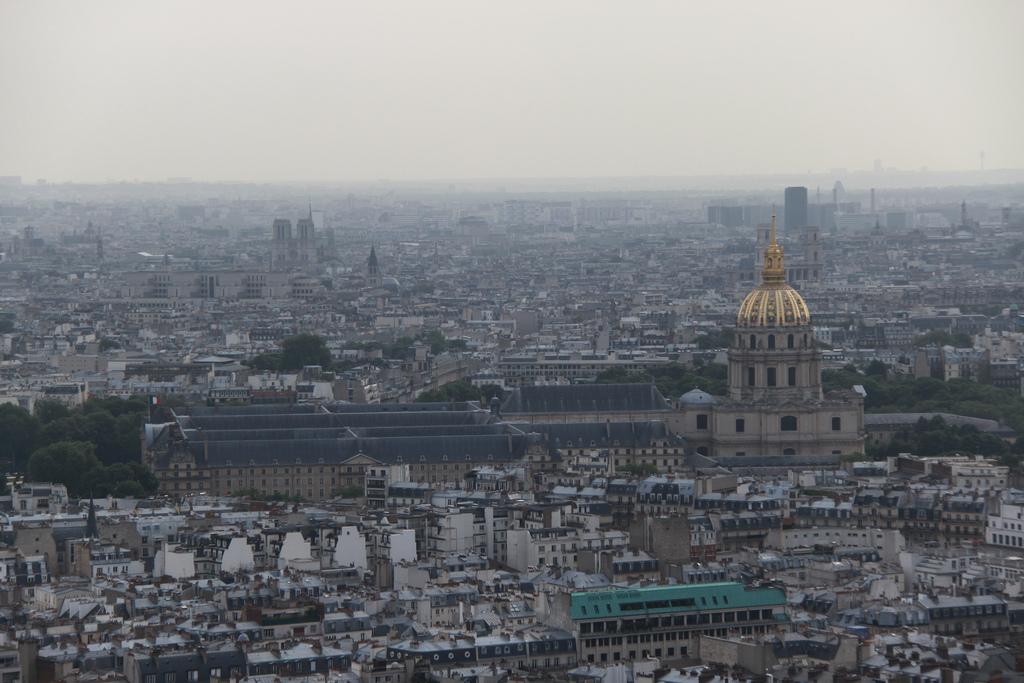 Widok z wieży eiffla na Paryż by bortescristian