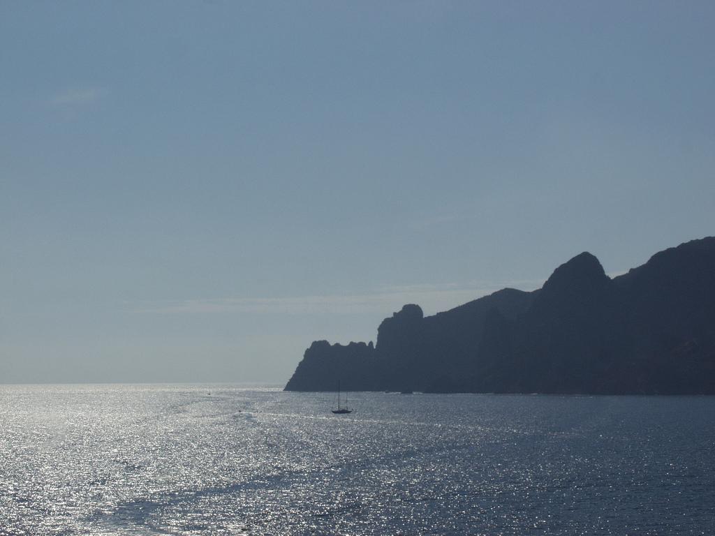 Wieczorna panorama rezerwatu Scandola - Korsyka - Francja - by rogiro