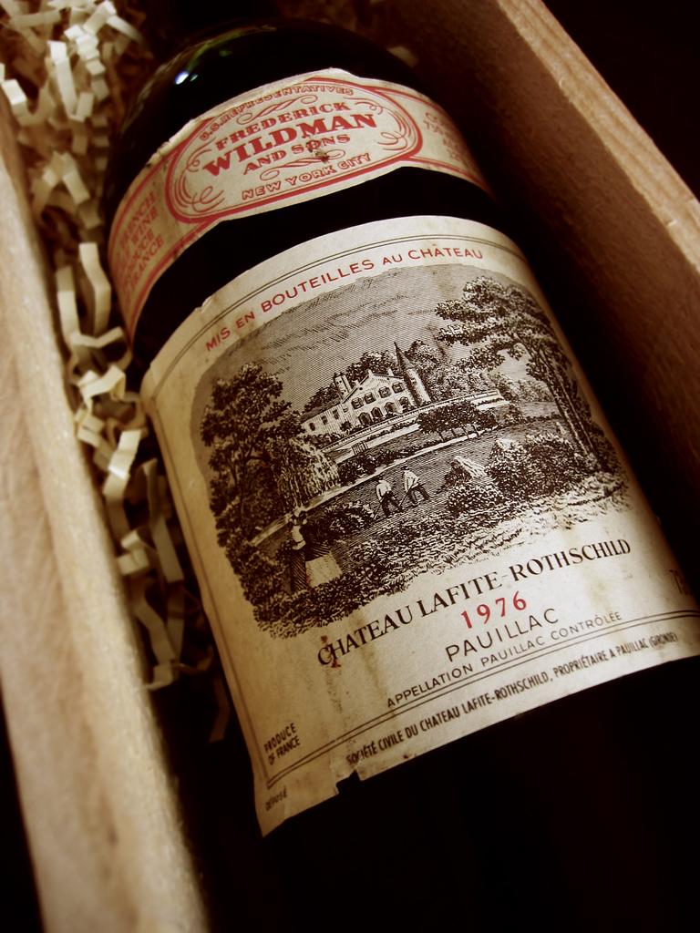 Wino z Bordoux Lafite-Rothschild by Brother O'Mara