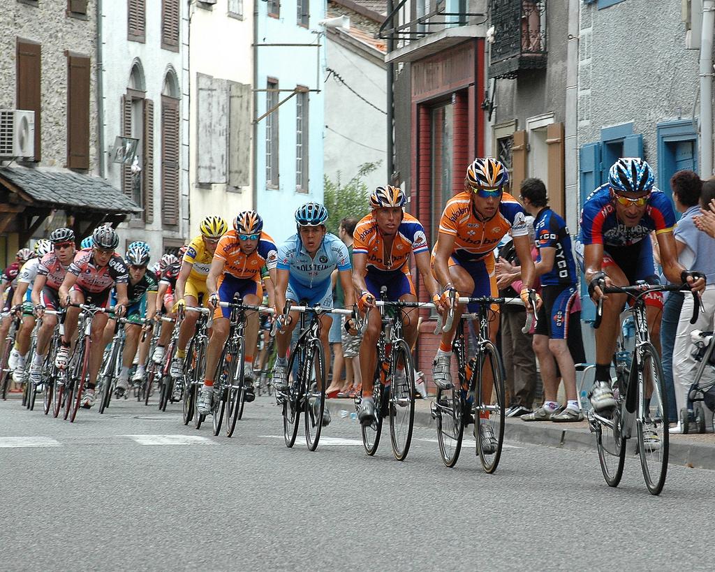 Wyścig kolarski Tour de France w Pyreneen - Tuluza - Francja by Bas Kers