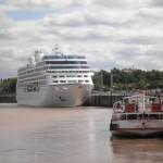 Zacumowane statki w porcie w Bordoux - by JohnAtthane