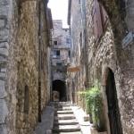 Średniowieczny klimat miasta Vence na południu Francji - by j whiteman
