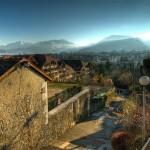 Bajeczny widok miasta Annecy w Alpach Francuskich - by wili_hybrid