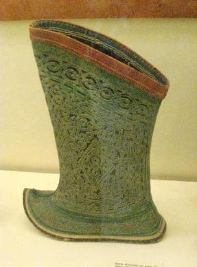 Buty ze skóry Rekina - z XIXwiecznej Mongolii - wystawione w Muzeum w Romans we Francji