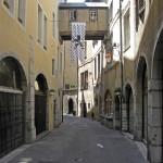 Chambery - zabytkowa ulica - by alex ranaldi