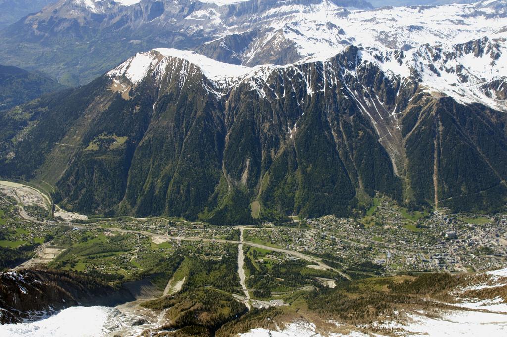 Chamonix - Widok z góry - by Rob Alter