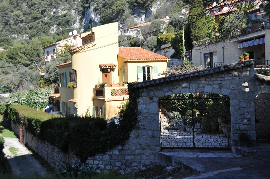 Ciekawy domek i posesja na wsi Eze na Lazurowym wybrzeżu na Południu Francji - by Tran's World Productions