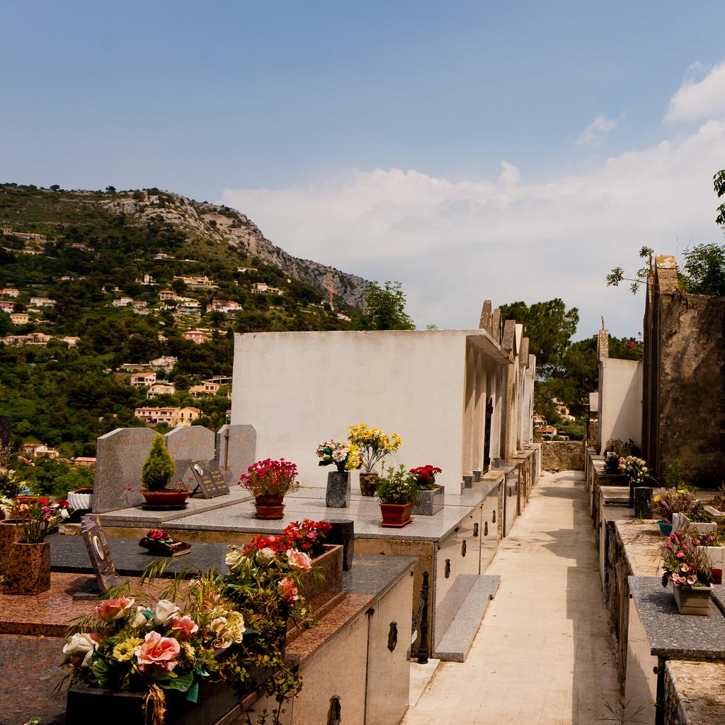 Cmentarz - Eze - Francja - by p.m.graham