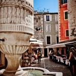 Fontanna - miasto  Vence - południe Francji - by p.m.graham