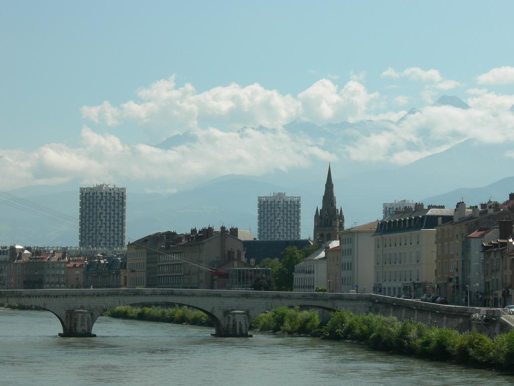 Grenoble - by vemeko
