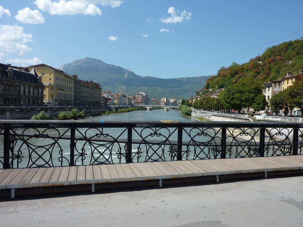 Grenoble - widok z mostku na rzece - by professeurfax