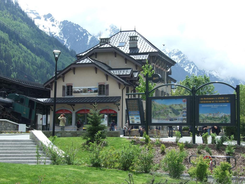 Jeden z pensjonatów w Chamonix - by eGuide Travel
