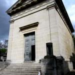 Jeden z zabytków cmentarzu Pere Lachaise w Paryżu -  by Oh Paris