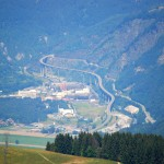 Jedna z najciekawszych dróg w Alpach - u dołu widać sepętyne na mości - by Liassic
