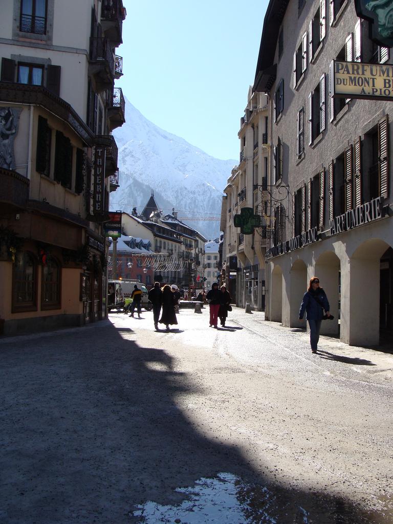 Jedna z ulic Chamonix -  by ines saraiva