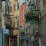Jedna z ulic miasta Grasse na południu Francji - by Martin Hapl