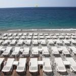 Leżaki na plaży w Nicei by MaximeF