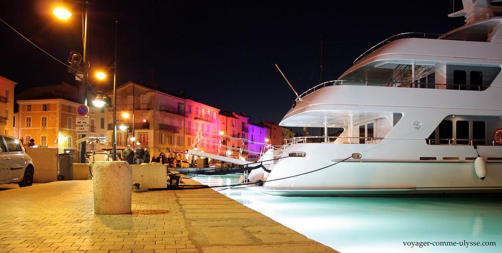 Luksusowy jacht w Saint Tropez we Francji - by joriavlis