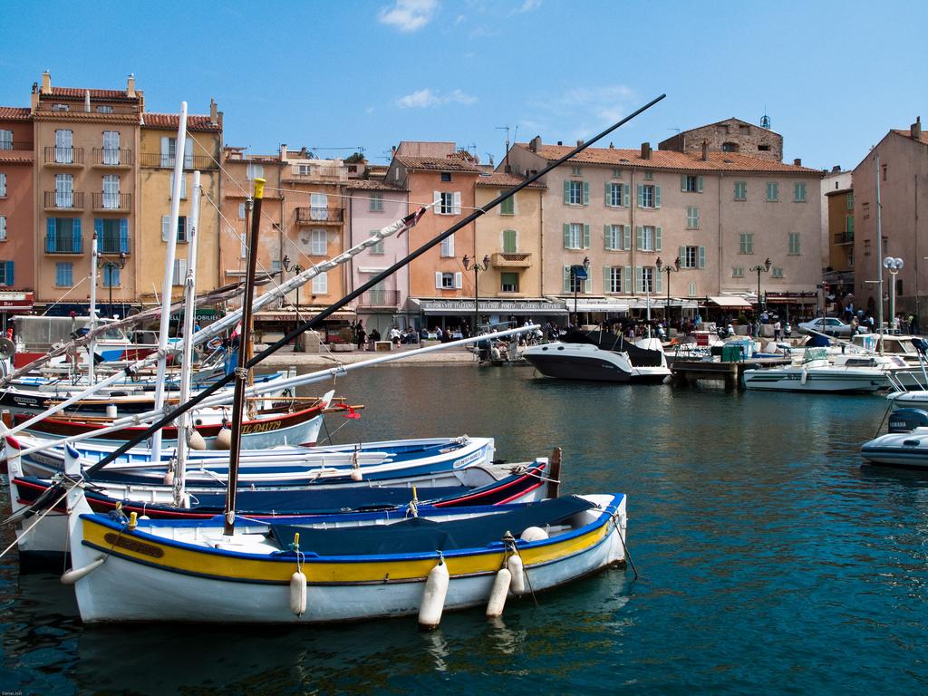 Malownicze jachty i żaglówki w porcie Saint Tropez - by Photos de Daniel