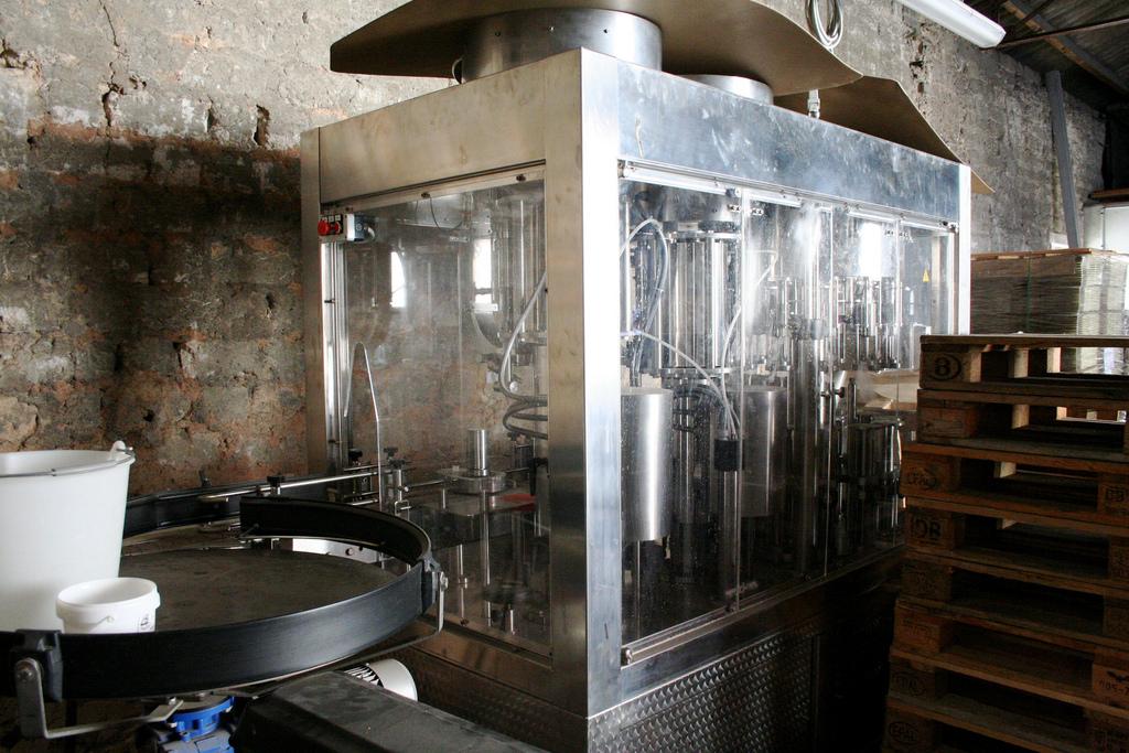 Maszyna do produkcji szampana - by Megan Mallen
