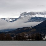 Mgliste Annecy - góry za chmurami - by guigui671