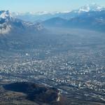 Miasto Grenoble między Alpami Francuskimi - by Loin des yeux