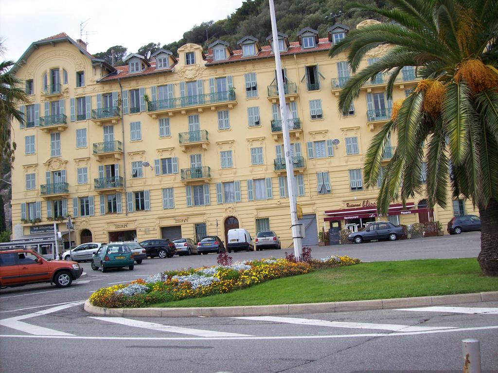Nicea - gdzieś na jednej z ulic miasta - by Pinkitt