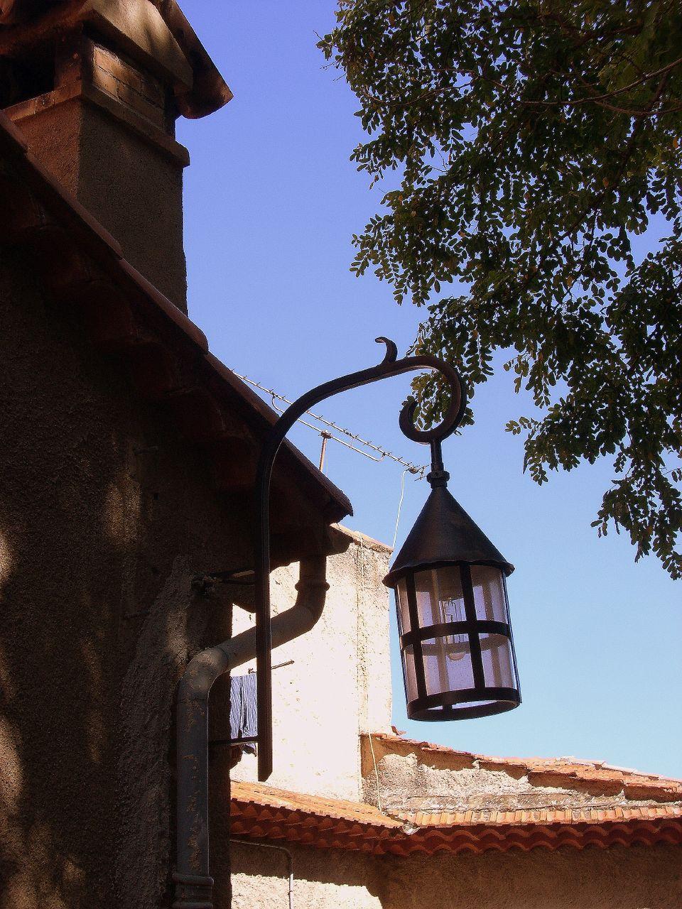 Oryginalna uliczna lampa w wiosce Eze we Francji - by CHRIS230