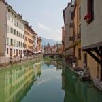 Płynąc kanałem w Annecy - by diluvienne