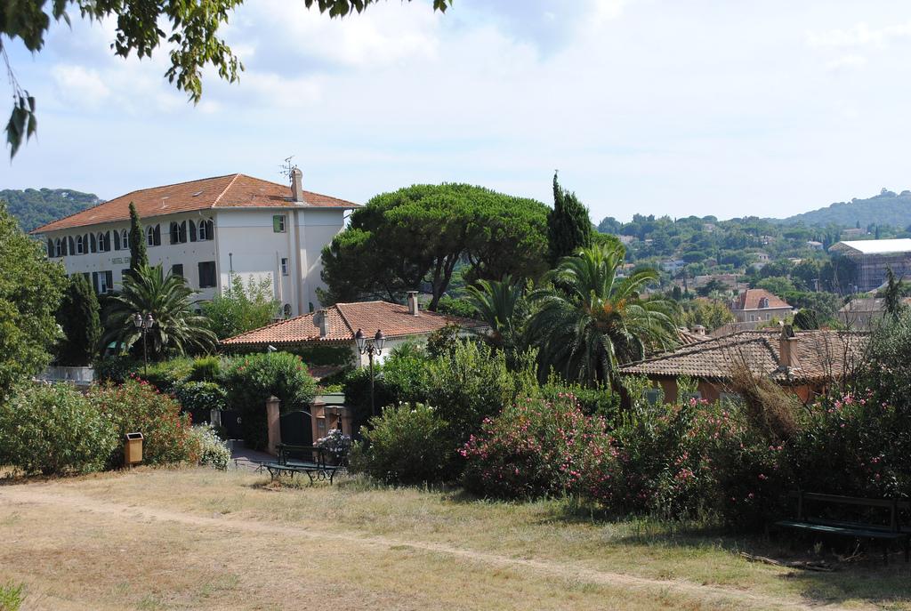 Piękny ogród przy domu w Saint Tropez we Francji - by Pata.