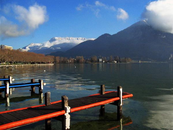 Pomosty na jeziorze Annecy - fajny widok - by photigule