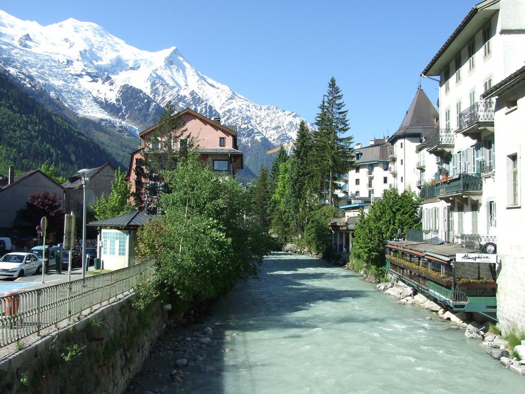 Rzeka przechodząca przez Chamonix - by eGuide Travel