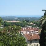 Tutaj widać jak zielono jest w mieście Grasse i okolicach - obraz roślinności - by La Brionnaise