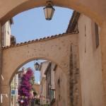 Uliczki i domki w Saint Tropez - by gepiblu