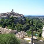 Widok miasteczka Saint Paul de Vence we Francji -  by luc legay