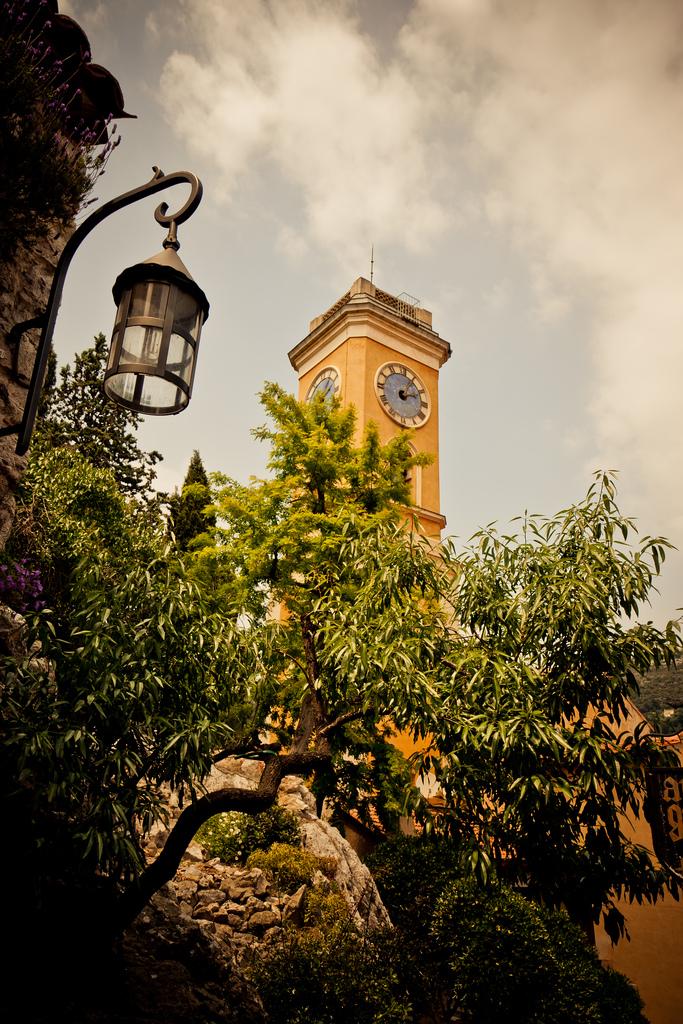 Wieża z zegarem - wioska Eze - by p.m.graham