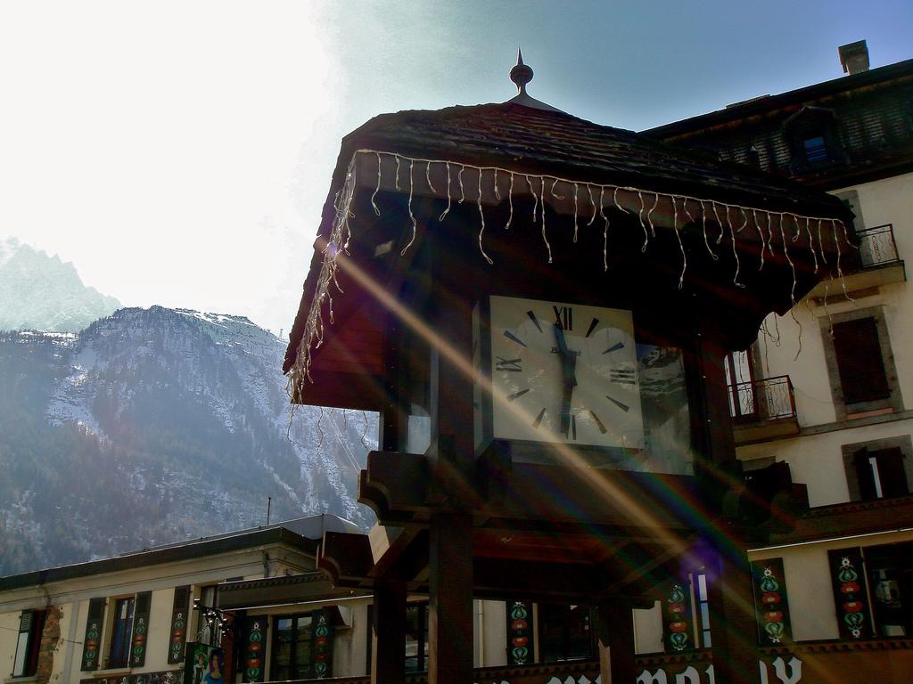 Zegar w Chamonix - by Nouhailler