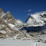 Zimowy widok gór w jednym z Alpejskich Parków Narodowych we Francji - by geographyalltheway.com