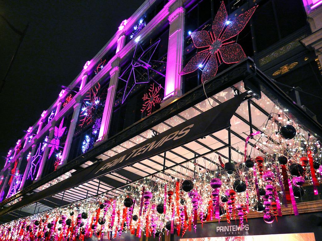 Oświetlenie domu Handlowe Printemps w Paryżu by Hotels Paris Rive Gauche