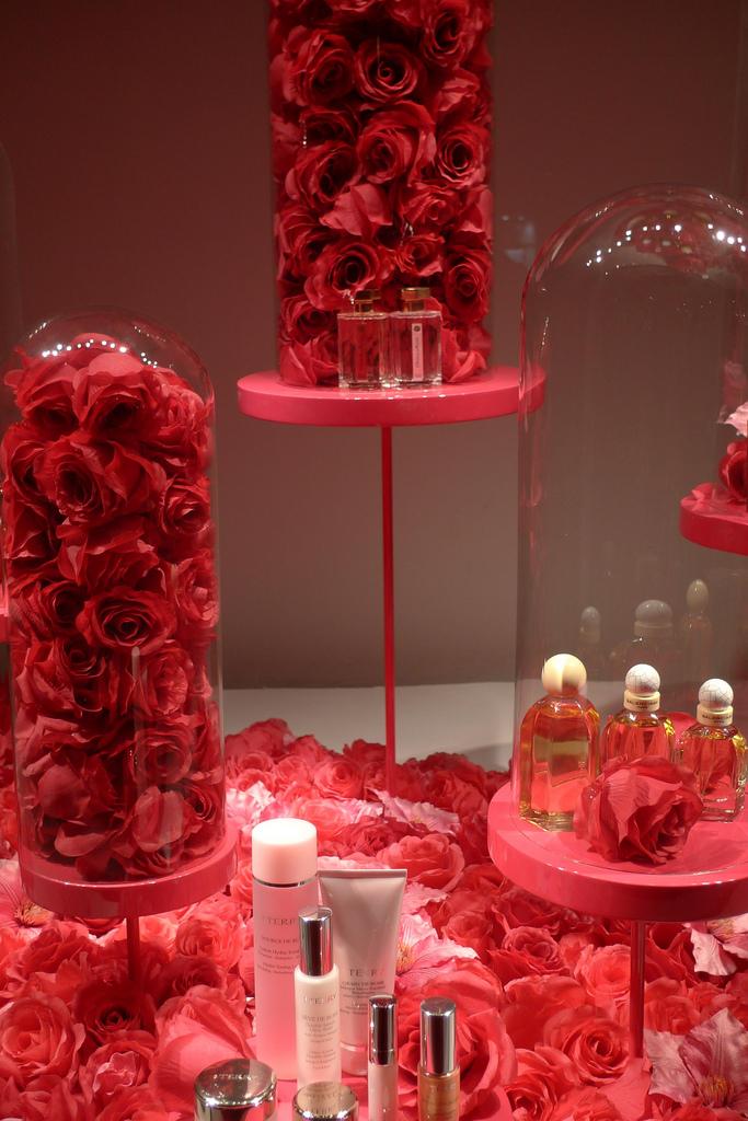 Perfumeria - Printemps - Paryż - wystawa sklepowa by JournalDesVitrines.com