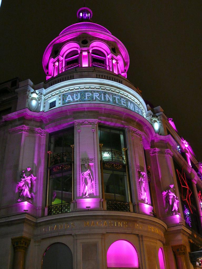 Wieżyczka centrum handlowego Printemps nocą - Paryż by Hotels Paris Rive Ga0uche