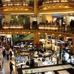Sklepy i stoiska handlowe w Galerii Lafayette w Paryżu by scalleja